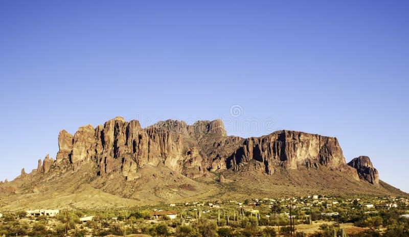 迷信山在阿帕奇章克申,亚利桑那,美国 库存图片