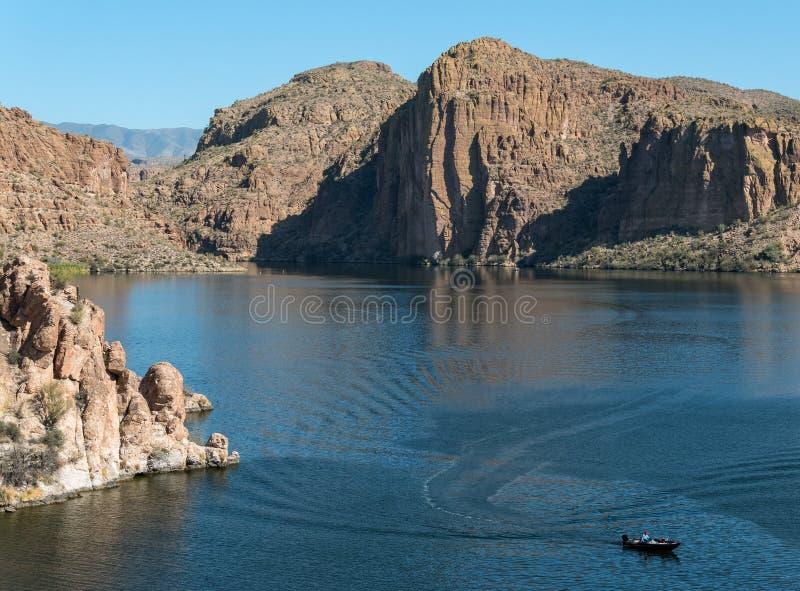 迷信山的Canyon湖 免版税库存照片