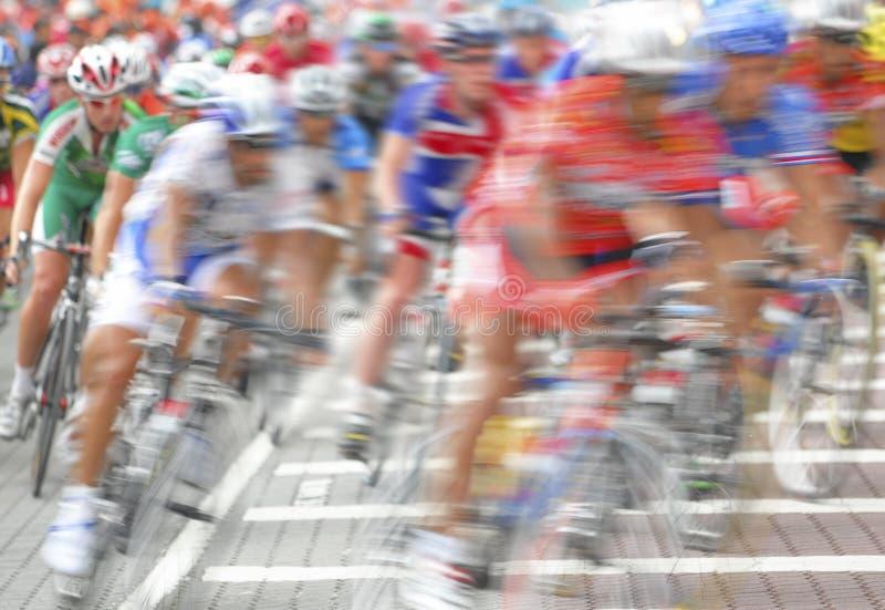 迷离骑自行车者编组行动 免版税库存图片