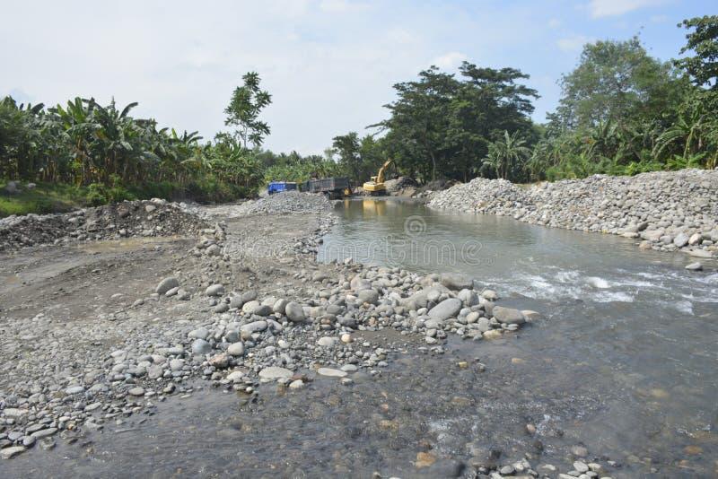 追猎沙子在Mal河床, Matanao,南达沃省,菲律宾 免版税库存图片