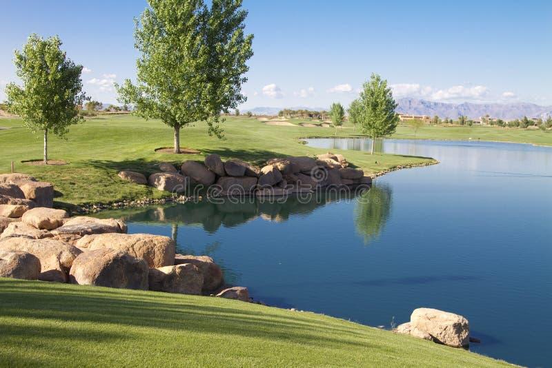 追猎沙漠高尔夫球湖 库存照片
