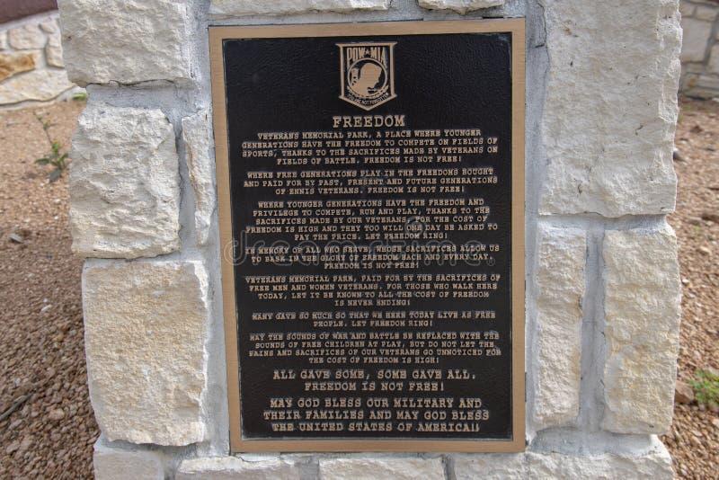 退伍军人的纪念公园的致力匾,恩尼斯,得克萨斯 免版税图库摄影