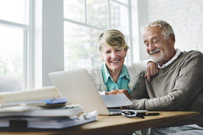 退休资深夫妇生活方式生存概念 免版税库存照片