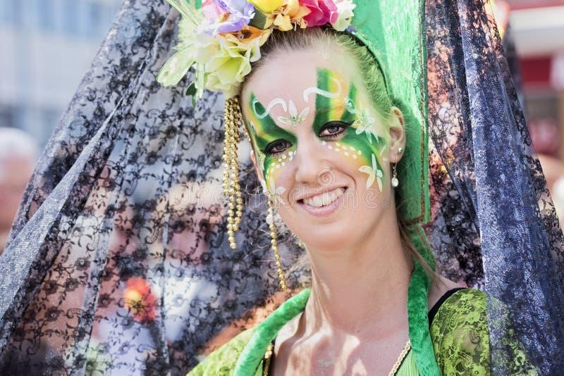 退出的妇女参加每年T游行,提耳堡大学,荷兰 免版税库存照片