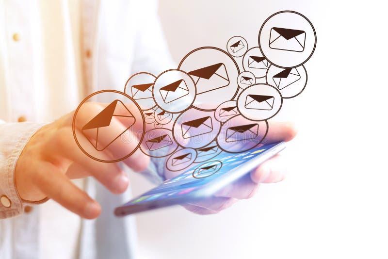 送在智能手机接口的电子邮件的概念与消息集成电路 库存图片