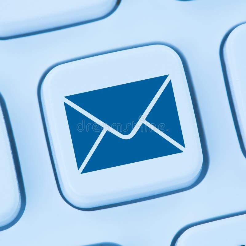 送电子邮件给信件互联网网上蓝色网发电子邮件 免版税库存图片