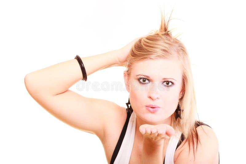 送空气亲吻的美丽的白肤金发的妇女 库存图片