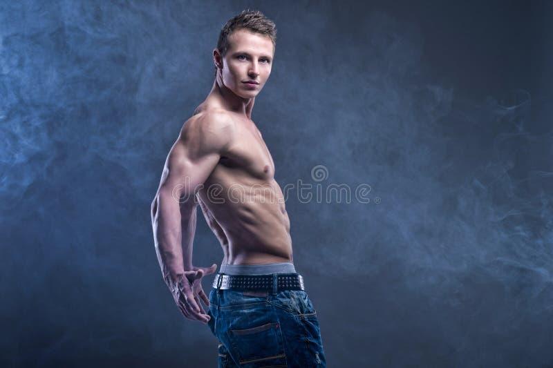 适合的肌肉人 库存照片