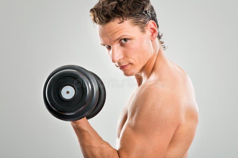 适合的肌肉人 免版税图库摄影