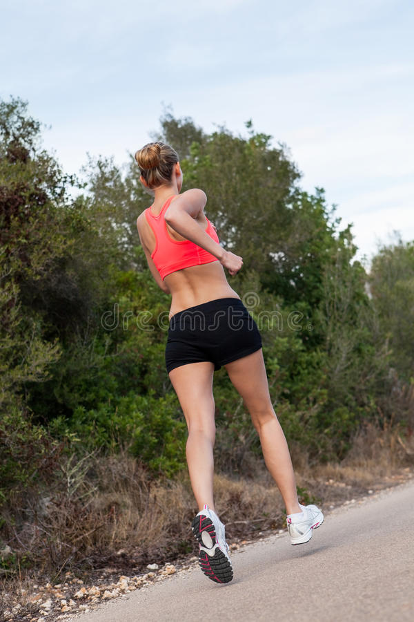 适合的跑步的妇女年轻人 图库摄影