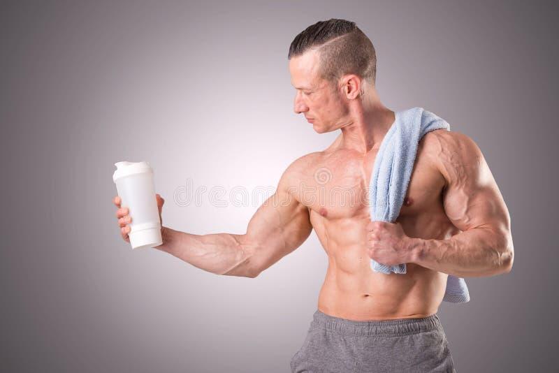 适合肌肉人摆在 库存照片