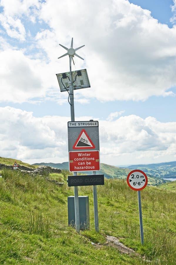 适应能源绿色路标 免版税库存照片
