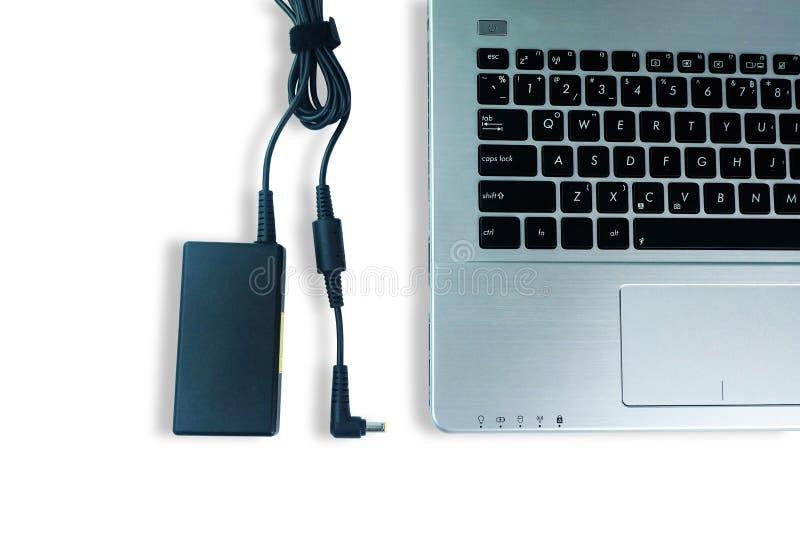 适配器便携式计算机电源线充电器在白色地板上的 免版税图库摄影