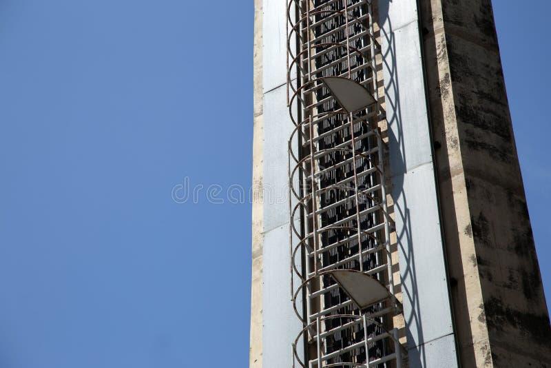 逃命的建筑学楼梯铁螺旋高塔 免版税库存照片
