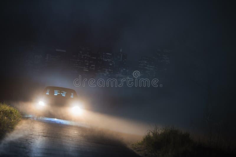 逃脱的城市烟雾在晚上 免版税图库摄影