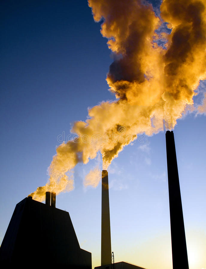 逃脱高度被污染的烟 免版税库存图片
