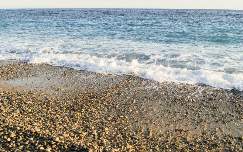 逃脱从岸的波浪 库存照片