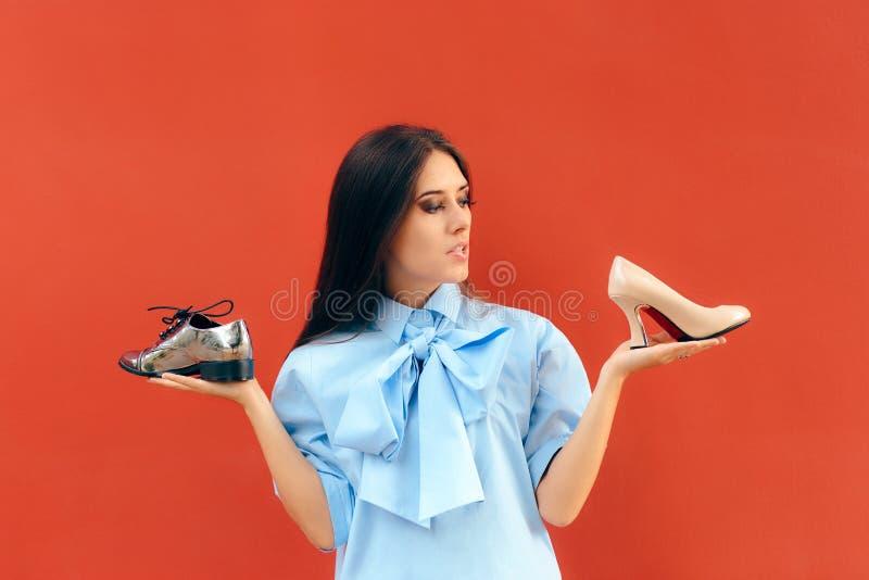 选择在舱内甲板和高跟鞋鞋子之间的犹豫不决的时尚妇女 库存照片