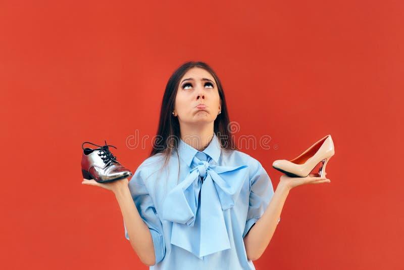 选择在舱内甲板和高跟鞋鞋子之间的犹豫不决的时尚妇女 免版税库存照片