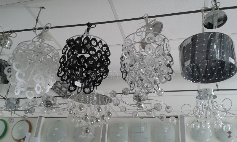 选择家的正确的枝形吊灯 库存照片