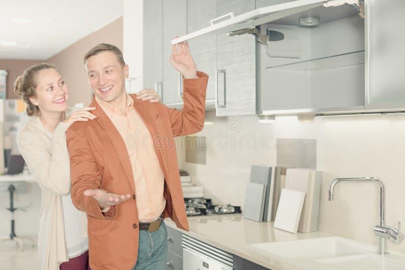 选择新的厨房的好小家伙 库存照片