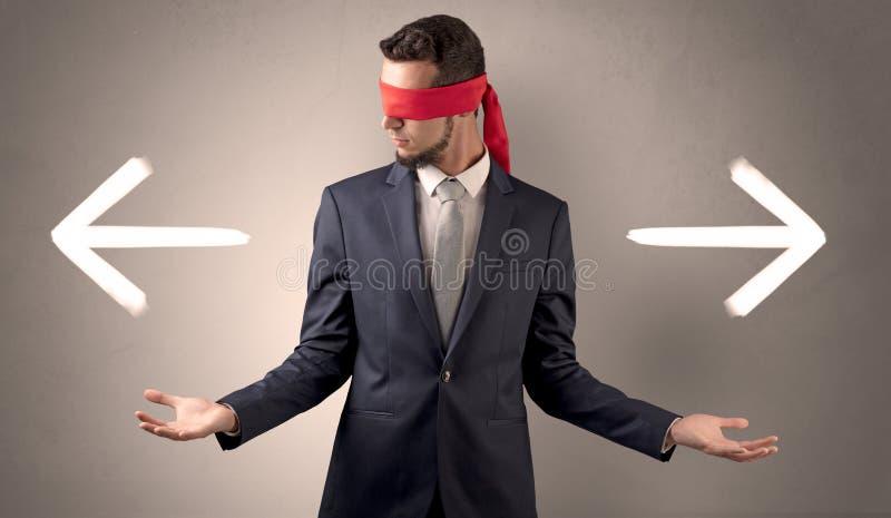 选择方向的被盖的眼睛商人 免版税库存照片