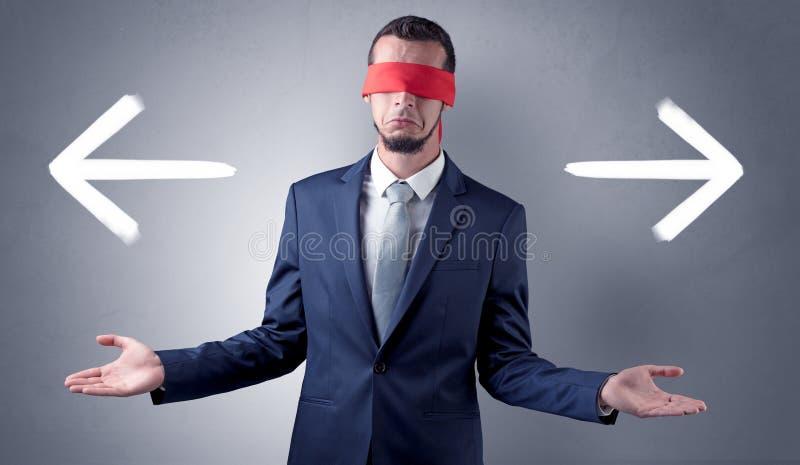 选择方向的被盖的眼睛商人 免版税库存图片
