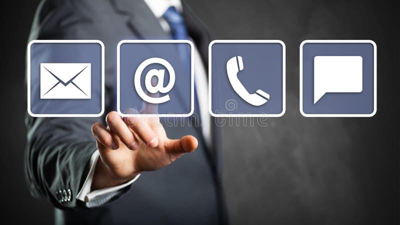 选择电子邮件的商人作为联络选择 免版税库存照片