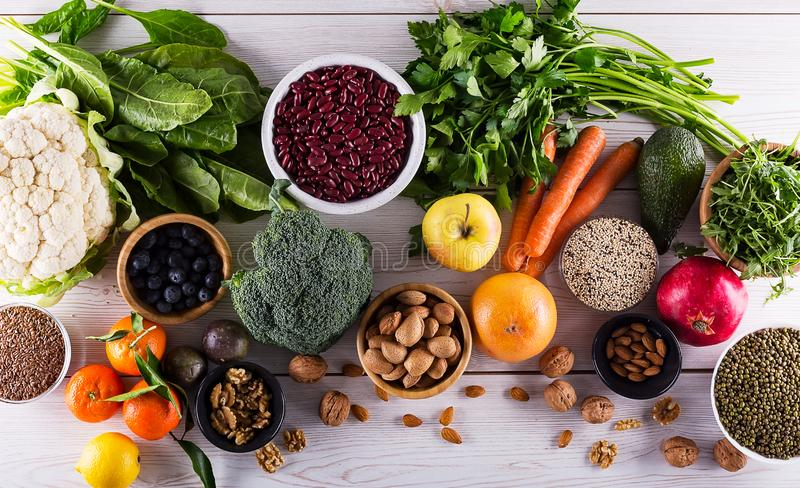选择的健康和干净的食物顶视图  免版税图库摄影
