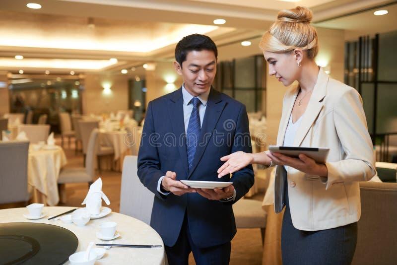 选择碗筷 免版税库存照片