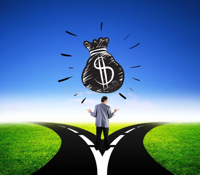 选择美元金钱财务的可爱的商人不同的方式 免版税库存图片