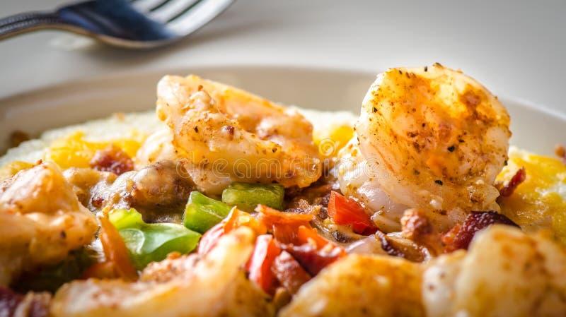选择聚焦虾和沙粒南部的烹调 免版税库存图片