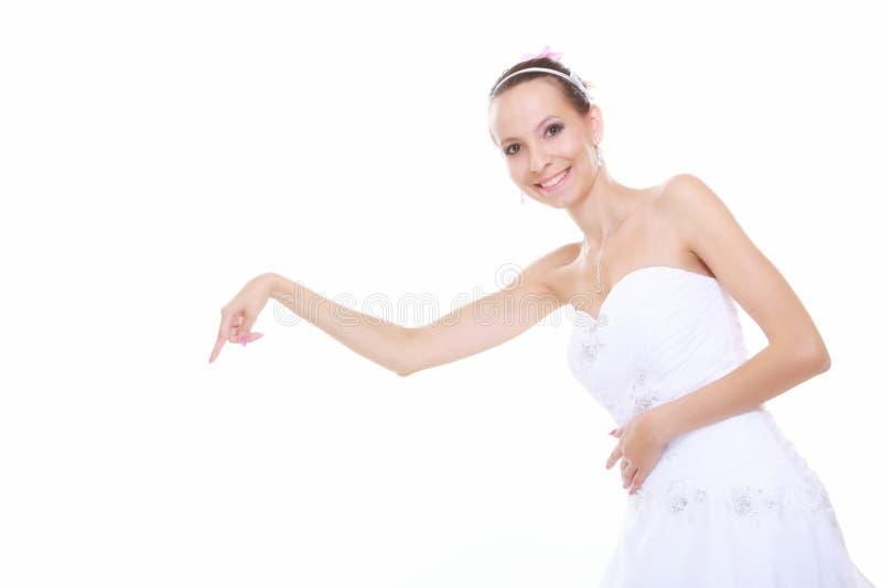 选择采摘的婚礼礼服的妇女被隔绝 免版税库存图片