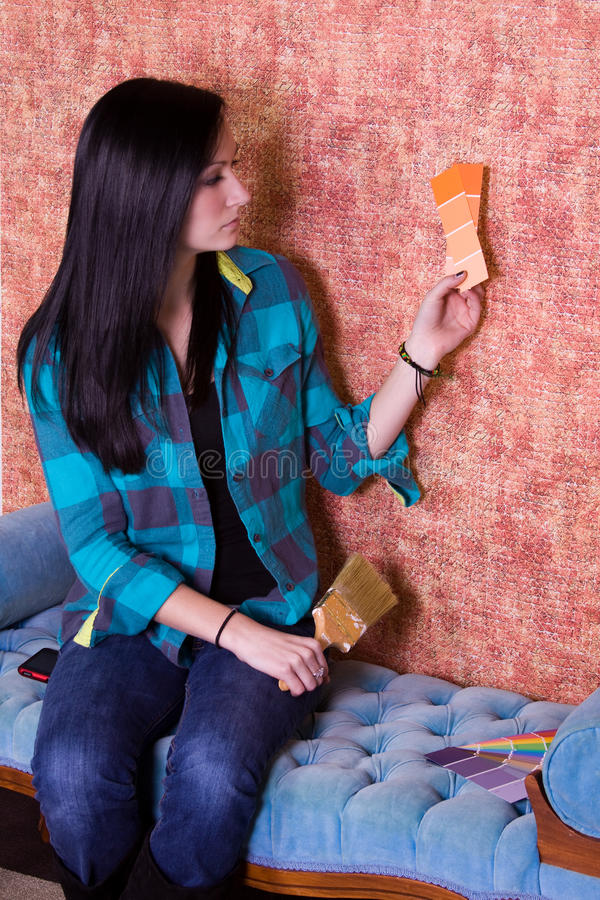 选择颜色女孩墙壁 库存照片