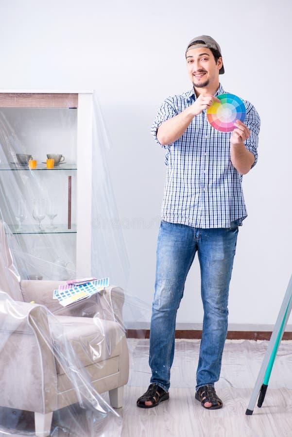 选择颜色的年轻人承包商从彩虹 库存图片