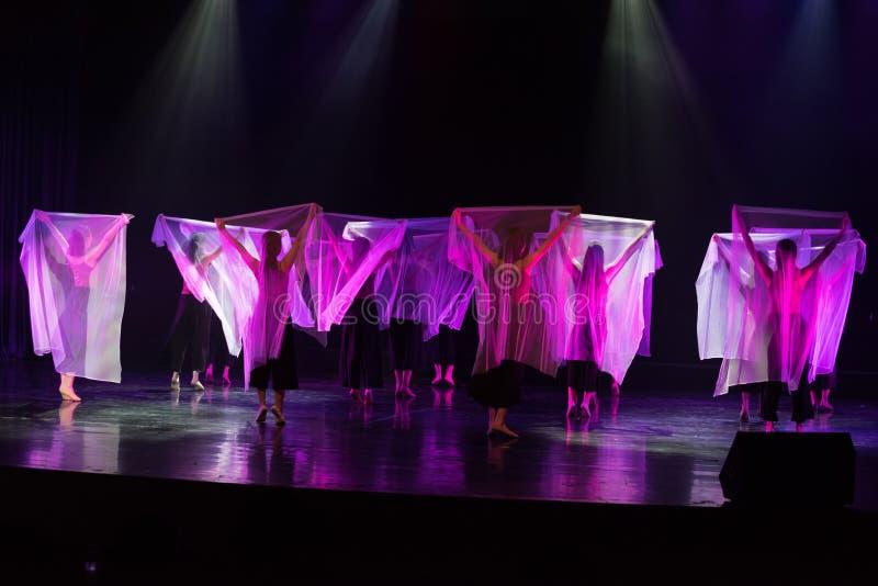 透明围巾舞蹈5--舞蹈戏曲驴得到水 免版税库存照片