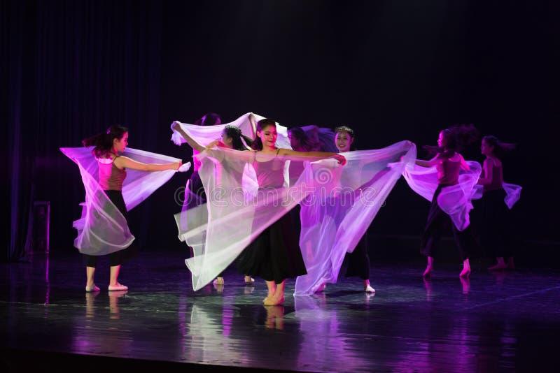 透明围巾舞蹈10--舞蹈戏曲驴得到水 免版税库存图片
