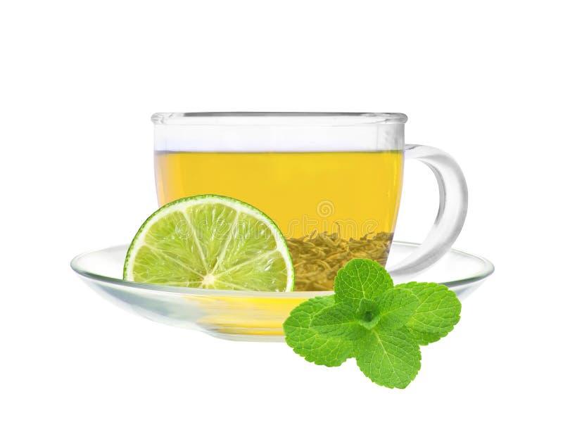 透明杯子与石灰的绿茶 免版税图库摄影