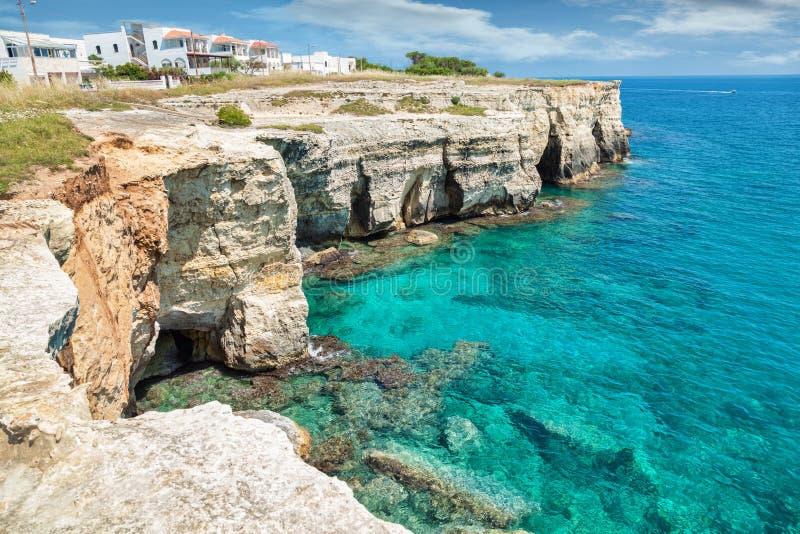 透明的水在南意大利 免版税图库摄影