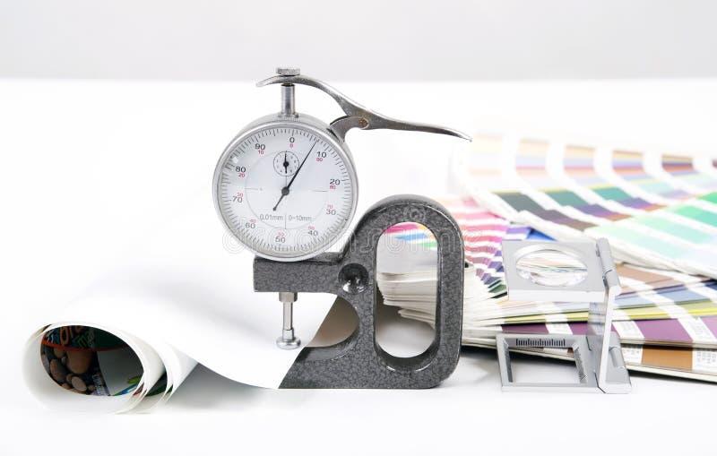 透镜、pantone和测微表 免版税库存图片