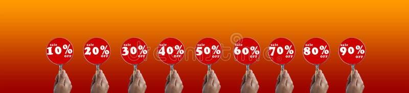 递举行在折扣销售符号集的放大镜焦点 库存例证
