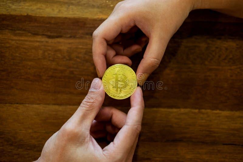 递交换金黄金属Bitcoin隐藏货币投资s 图库摄影