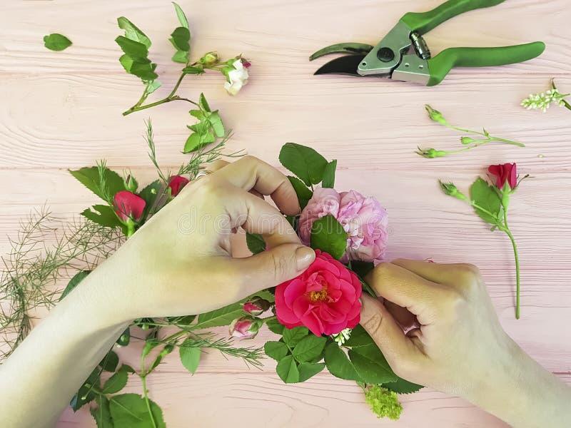 递卖花人花视图从工作区专家上 库存图片