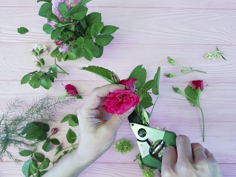 递卖花人花视图从花束上 免版税库存照片