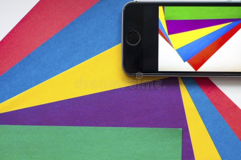 递归 在一个手机拍的照片 五颜六色的背景 使用手机 颜色 在一个手机拍的照片 免版税库存照片