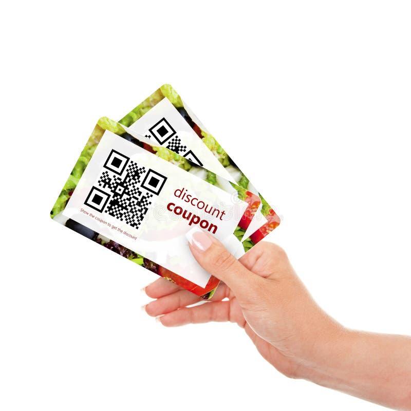 递拿着与qr代码的两张折扣优惠券被隔绝在wh 图库摄影