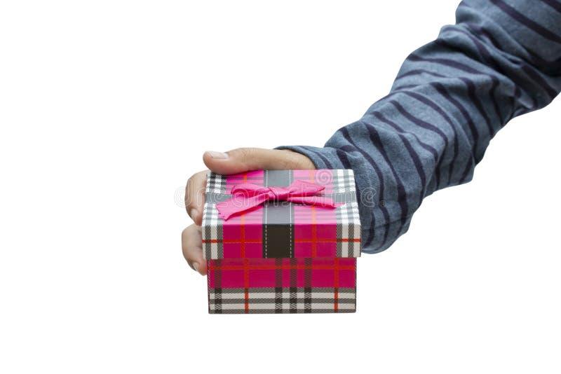 递拿着礼物盒被隔绝在白色背景 免版税库存图片
