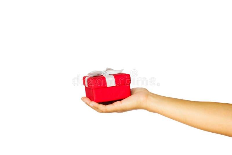 递拿着红色礼物盒被隔绝在白色背景 免版税库存照片