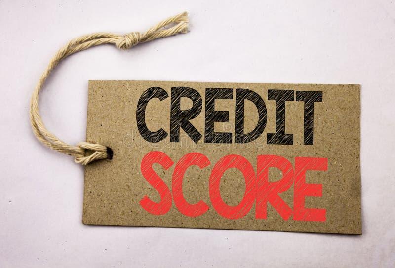 递文字文本显示信用评分的说明启发 在价牌pape写的财政规定值纪录的企业概念 免版税图库摄影