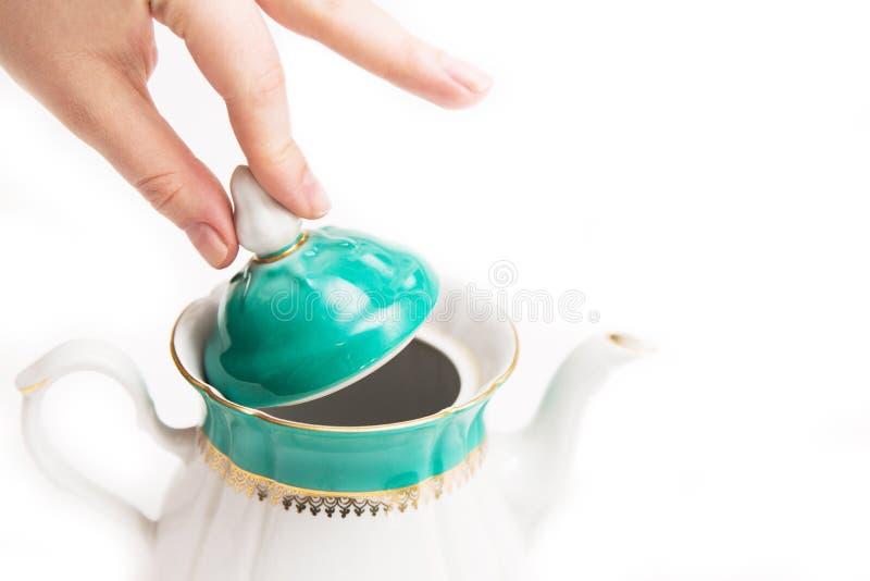 递水壶开头盖帽用在白色背景的茶 库存照片
